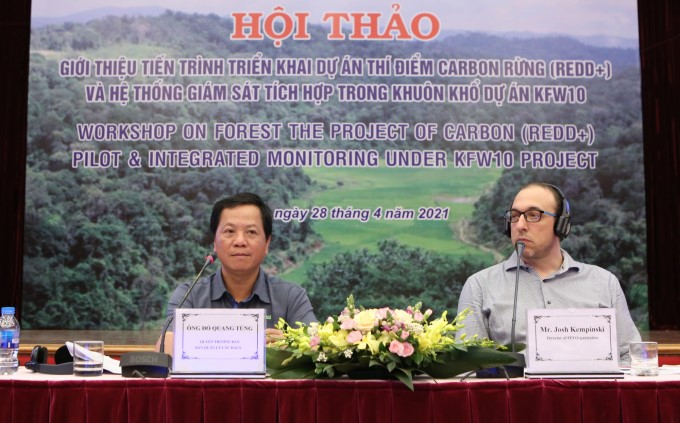 Mr. Do Quang Tung - Acting Head of Management Board for Forestry Projects (left) and Mr. Josh Kempinski - Director of the FFI Program in Vietnam chair the conference.